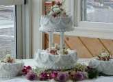 2-tier-with-satalite-cakes